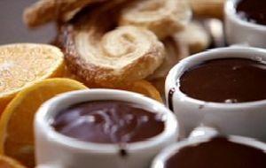 Ganache de chocolate para servir com biscoitos