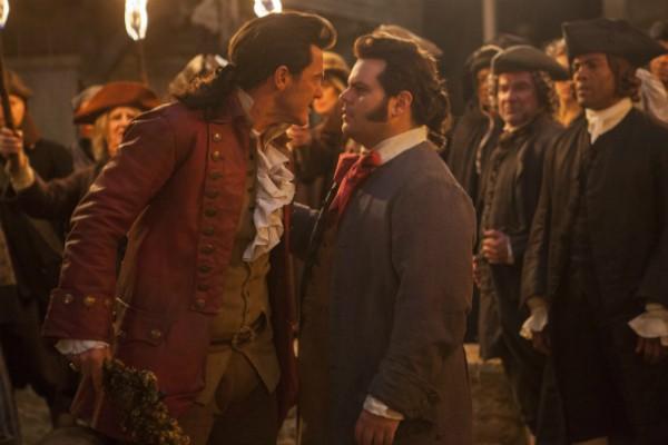 Gaston e Lefou em cena de 'A Bela e a Fera' (Foto: Divulgação)
