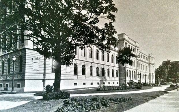 Foto antiga do Colégio Caetano de Campos que funcionou até 1978 na Praça da República (Foto: CRE Mario Covas/Divulgação)