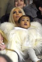 Kanye West reúne famosos em desfile em Nova York, nos Estados Unidos