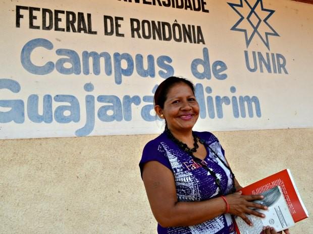 Rosana Macurap cursa letras na Universidade Federal de Rondônia (Foto: Rosiane Vargas/G1)