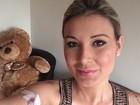 Andressa Urach exibe cateter no braço em selfie