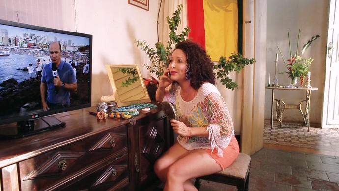 Em 'Mama Escuta', Aicha Marques se prepara para homenagear Iemanjá (Foto: TV Bahia)