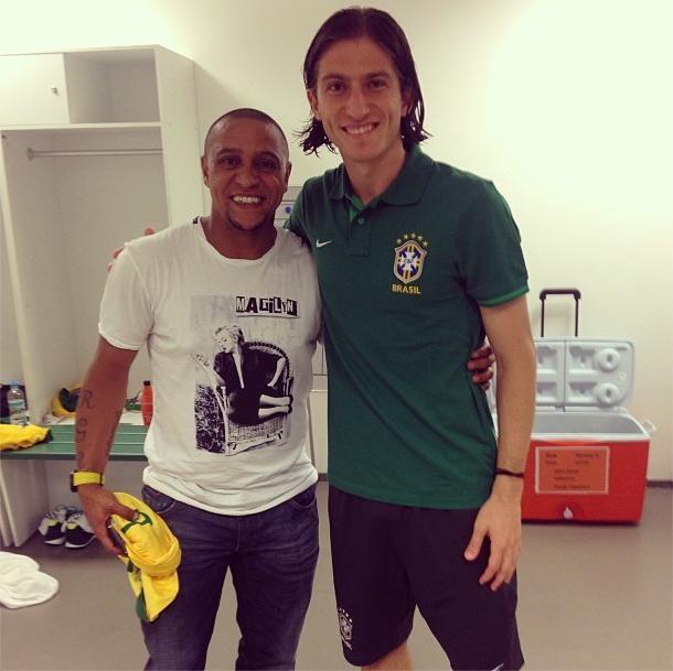 ¿Cuánto mide Roberto Carlos? (futbolista) - Altura - Real height Filipe_luis_tieta_roberto_carlos_no_vestiario_da_selecao