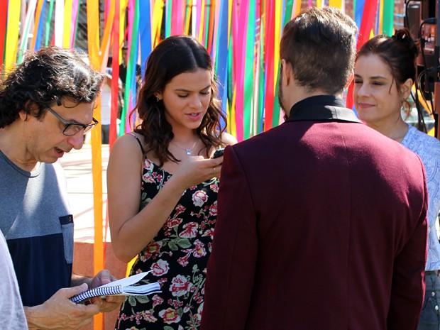 Bruna Marquezine e Caio Castro ensaiam com o diretor Carlos Araújo (Foto: Walter Dhein/Gshow)