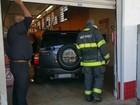 Motorista de 81 anos erra marcha, invade supermercado e fere três
