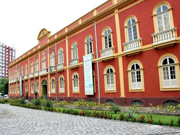 Palacete Provincial, que já foi quartel Militar e hoje abriga cinco museus (Foto: Marcos Dantas / G1 AM)