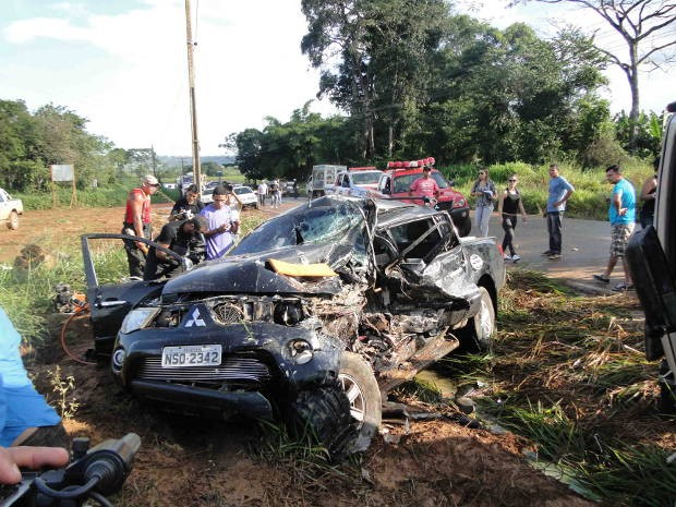 Motorista da caminhonete ficou gravemente ferido. (Foto: Glaydson Castro / G1)