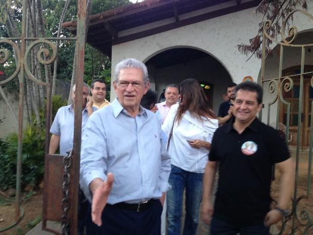 Novo prefeito de Montes Claros Humberto Souto fala com a imprensa após sair resultado das eleições (Foto: Valdivan Veloso/G1)
