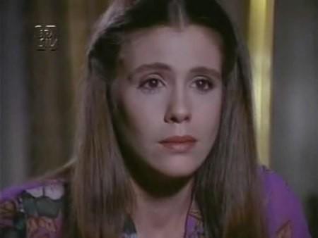 A atriz participou ativamente de filmes pornográficos no final da década de 70. Estrelou 'Cassy Jones, O Magnífico Sedutor' (1972), de Luiz Sérgio Person, 'O Prisioneiro do Sexo' (1978), de Walter Hugo Khoury, 'Herança dos Devassos' (1979), de Alfredo Sternheim. Durante os anos 80, Sandra esteve em algumas novelas, mas afastou-se da televisão depois de 'Felicidade' (1992). No ano seguinte, declarou publicamente ser portadora do vírus HIV. Passou por diversas cirurgias, como retirada do ovário e útero e faleceu em 4 de Maio de 2000 por causa de um câncer no pulmão. (Foto: Reprodução)
