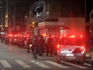 Polícia fecha a Av. Paulista no final da noite. (Foto: Flavio Moraes/G1)