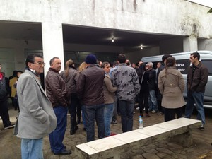 Cerca 1,5 mil se despendiram de jovens mortos em acidente na BR-101 (Foto: Marco Antonio Mendes/RBS TV)