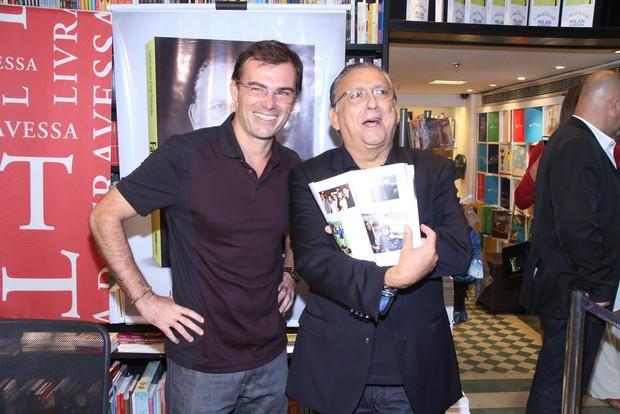 Tino Marcos e Galvão Bueno no lançamento da biografia do locutor esportivo (Foto: Thyago Andrade/Fotorio News)