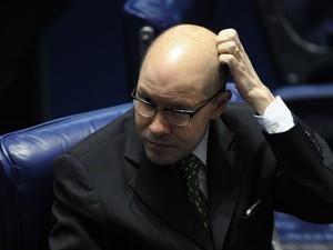 O senador Demóstenes Torres (sem partido, ex-DEM-GO) foi cassado nesta quarta-feira (11) por quebra de decoro parlamentar e ficará inelegível até 2027.  (Foto: Fabio Rodrigues Pozzebom/ABr)