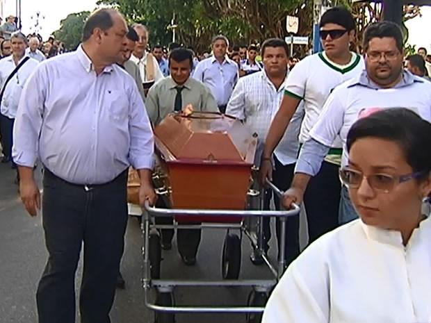Cortejo saiu da Igreja Matriz de Nossa Senhora da Conceição (Foto: Reprodução/TV Tapajós)