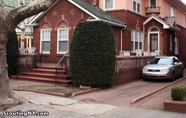 A casa que aparece no filme hoje (Foto: Reprodução/Scouting New York)