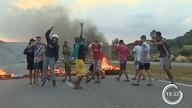 Manifestantes atearam fogo na rodovia dos Tamoios
