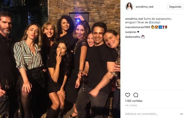 Anna Lima curtiu festa de aniversário de amiga (Foto: Reprodução/Instagram)