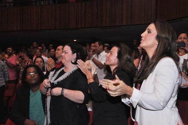 Ivete espera na plateia pela sua participação (Foto: Genilson Coutinho/Divulgação)