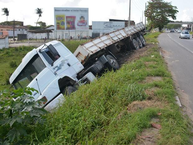 Acidente aconteceu no Km 35 da BR-230 (Foto: Walter Paparazzo/G1)