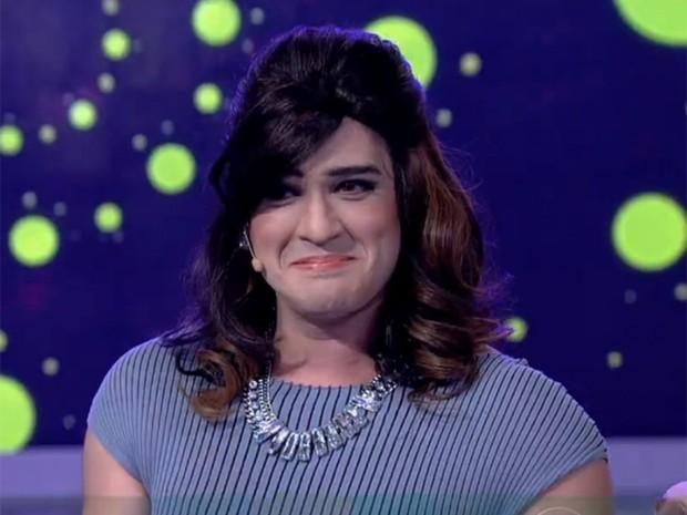 Vestido como Fátima Bernardes, Marcos Veras faz paródia de Anitta (Foto: Encontro com Fátima Bernardes / TV Globo)