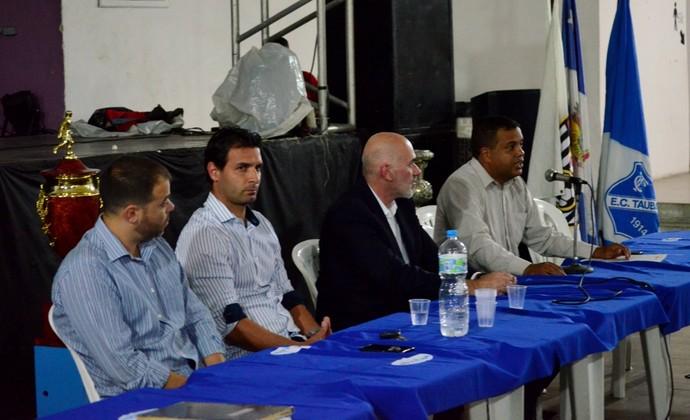 Diretoria executiva Taubaté (Foto: Danilo Sardinha/GloboEsporte.com)
