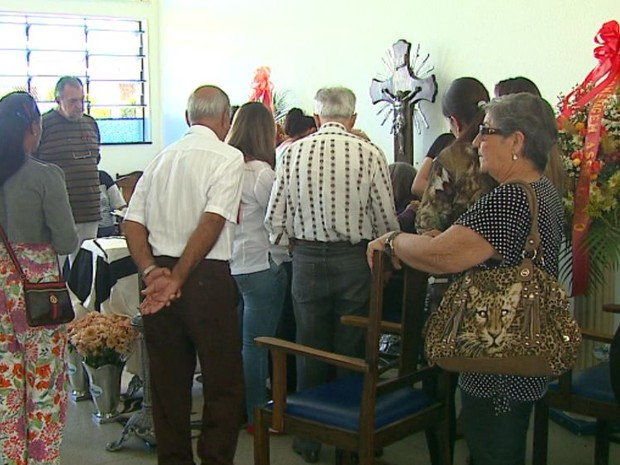 Velório de Foguinho, em São João da Boa Vista, foi marcado por dor e indignação  (Foto: Marlon Tavoni / EPTV)