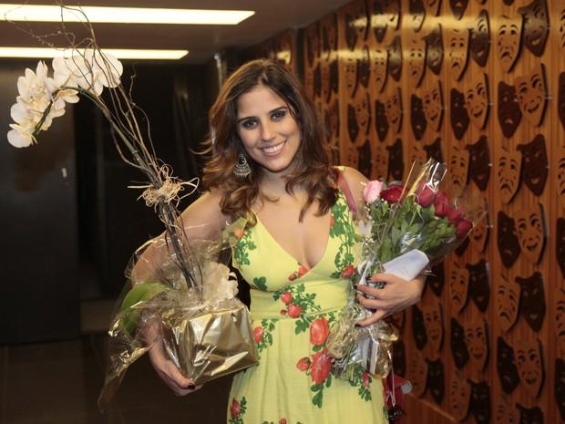 Camilla Camargo após estreia de peça no Rio (Foto: Isac Luz/ EGO)