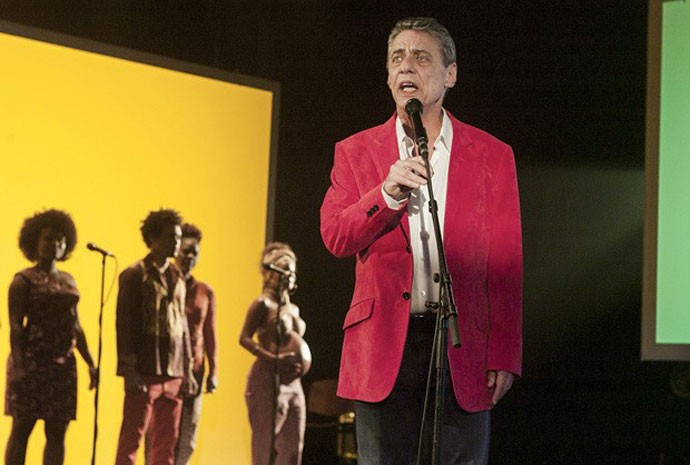 Chico Buarque canta em cena do documentário 'Chico: Artista brasileiro'