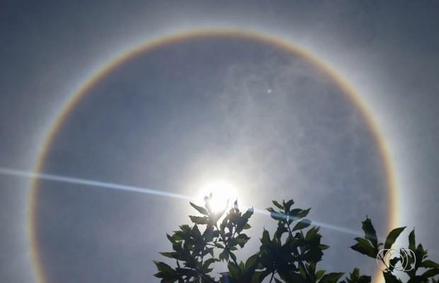 Halo solar foi registrado por moradora de Aruanã, em Goiás (Foto: Reprodução/TV Anhanguera)