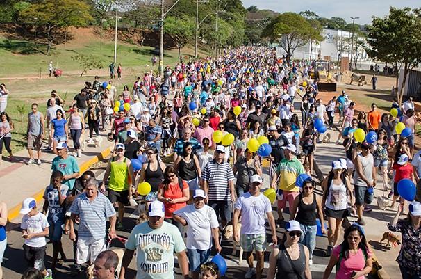 Público participou da Cãominhada (Foto: Rodrigo Oliveto)