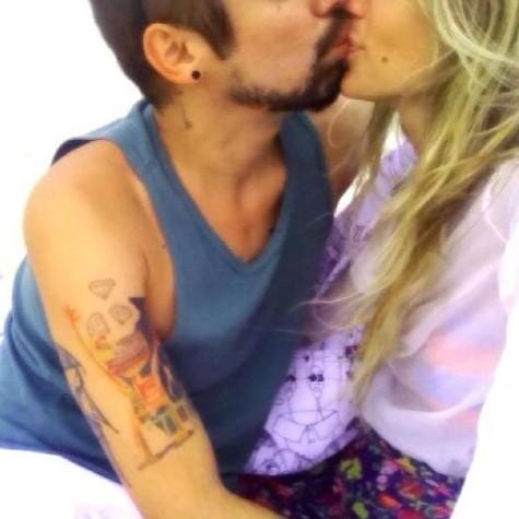 Juliana Didone com o namorado (Foto: Reprodução)