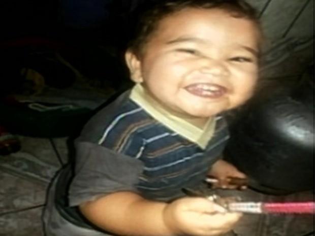Mateus Henrique Guimarães da Silva, de 1 ano e 4 meses, morre em hospital de Itumbiara, Goiás (Foto: Reprodução/ TV Anhanguera)