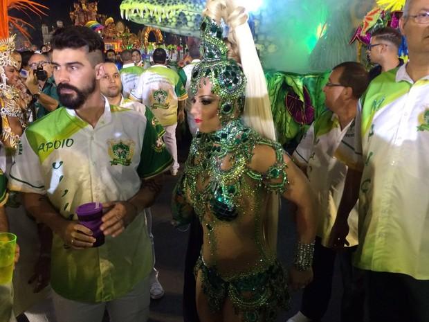 Viviane Araújo desfila como rainha de bateria da Mancha Verde (Foto: Paulo Guilherme/G1)