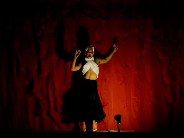 Espetáculo Ossos no Teatro Apolo, no Recife (Foto: Divulgação)