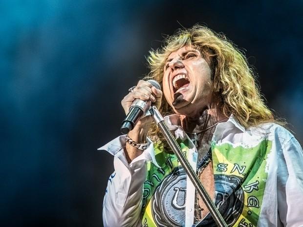 David Coverdale, vocalista do Whitesnake, durante apresentação da banda em festival de rock neste domingo, em São Paulo. (Foto: Raul Zito/G1)