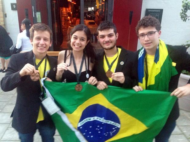 Os quatro representantes do Brasil na Olímpiada de Biologia (Foto: Arquivo pessoal/Rubens Oda)