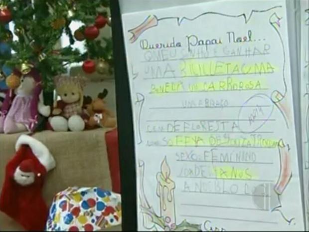 Agência de Campos recebe em média 800 cartinhas (Foto: Reprodução Inter TV)
