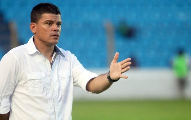Celinho não sabe se continua no Viana (Foto: Diego Chaves/O Estado)