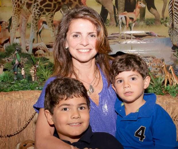 Juliana com os filhos Luca e Matteo (Foto: Arquivo pessoal)