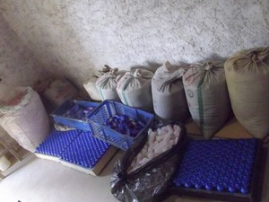Segundo a polícia, material estava em sacos de ração animal (Foto: Divulgação/Ciosac)