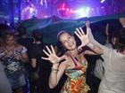 Luana Piovani e Pedro Scooby curtem festa no Rio e atriz se diverte