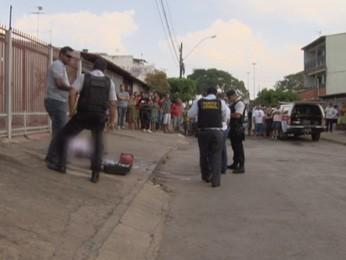 Polícia faz perícia no local do crime, em Ceilândia (Foto: TV Globo/ Reprodução)
