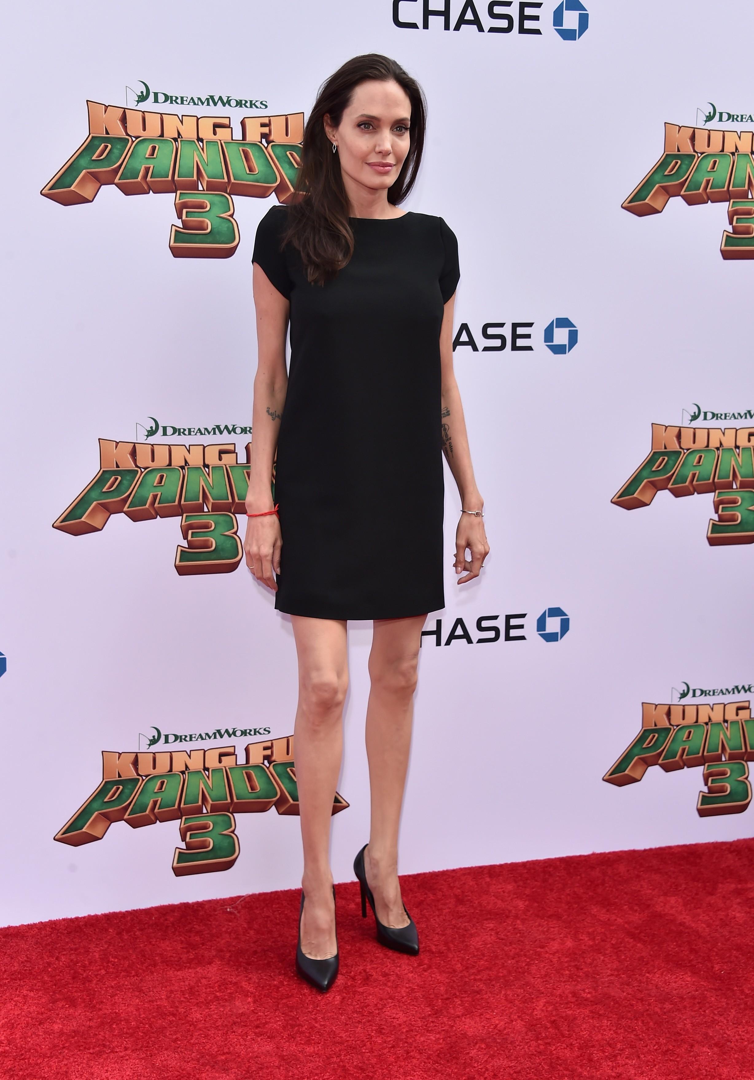 Angelina Jolie desfila sua magreza (Foto: Getty)