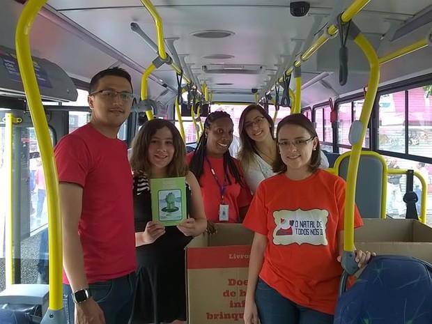 Criança doou 100 exemplares para campanha. (Foto: Gabriela Jimenes/TV Diário)