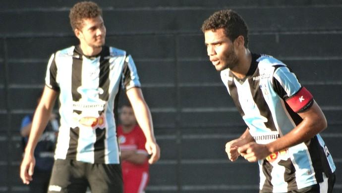 Zagueiro Alisson (Foto: André Vinícius / GloboEsporte.com)