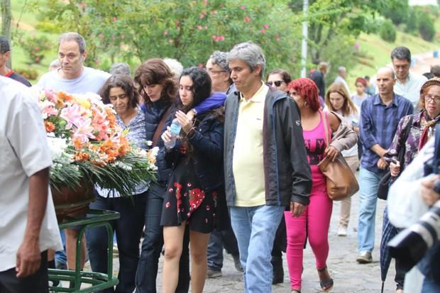 Amigos e familiares vão ao velório de Márcia Cabrita (Foto: Daniel Pinheiro/AgNews)