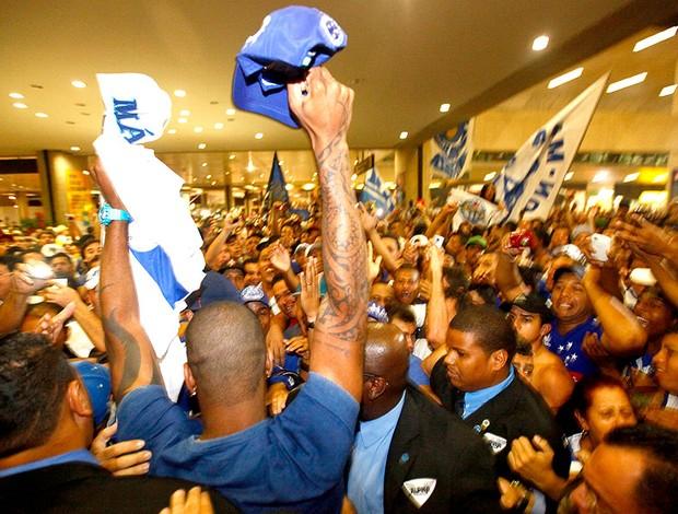 Dedé chegada Cruzeiro torcida (Foto: Rodrigo Lima / Agência Estado)