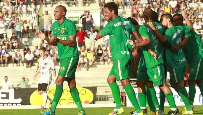 Cuiabá goleia Botafogo-PB no Almeidão (Foto: Kleide Teixeira/Jornal da Paraíba)