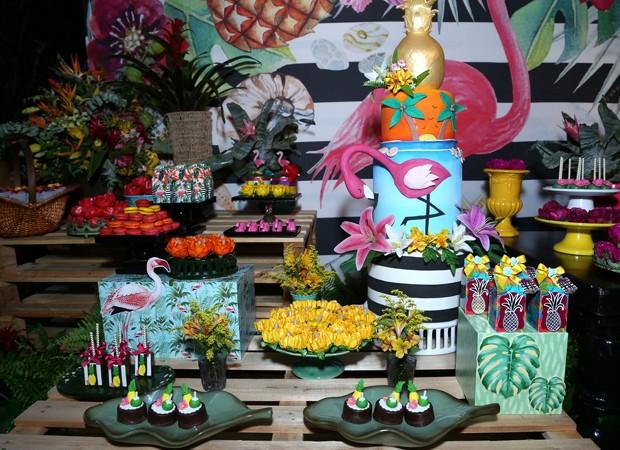 Detalhe da mesa de aniversário de Viviane Araújo (Foto: Anderson Borde/Agnews)